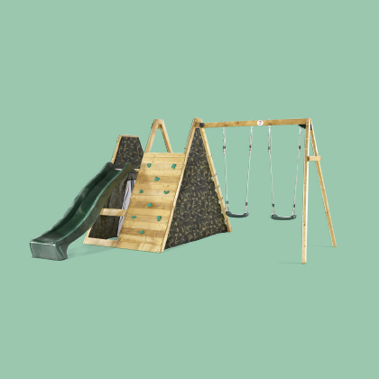 CLIMBING PYRAMID WITH SWINGS